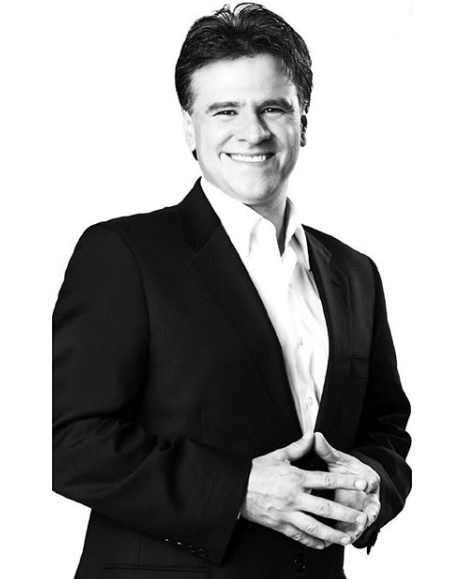 Biografia do escritor mexicano Carlos Cuauhtémoc Sánchez